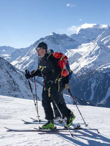 Tobias Mews ski touring in Everest in the Alps